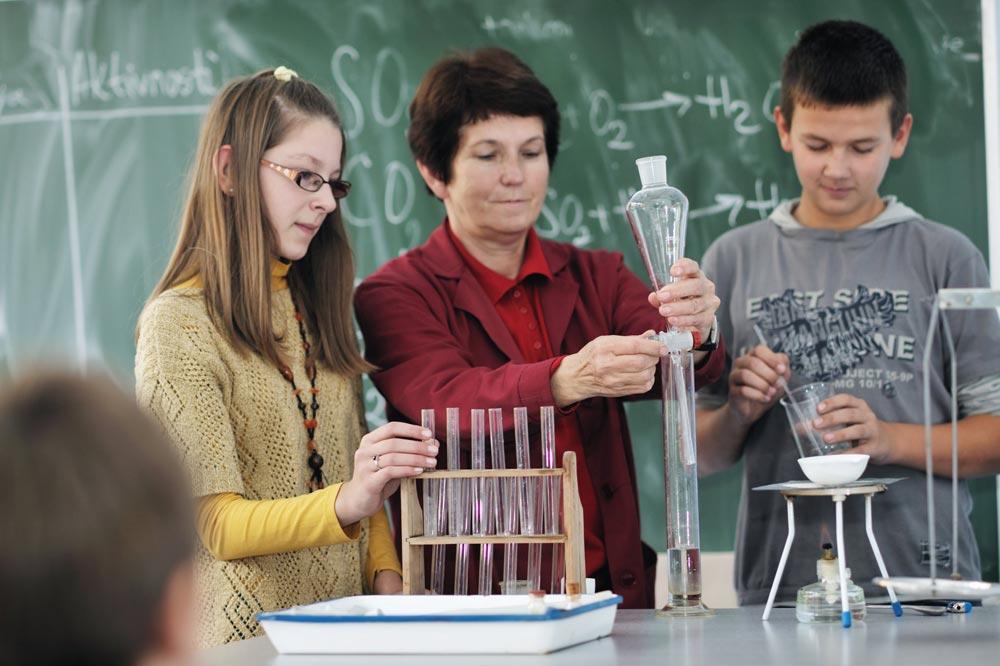 RECRUITING NONTRADITIONAL STEM TEACHERS